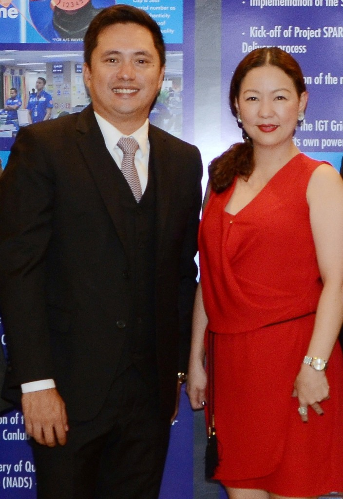 L-R: MAC Mover's president Archie Cruz and ILC industrial sales head Elma Revillame